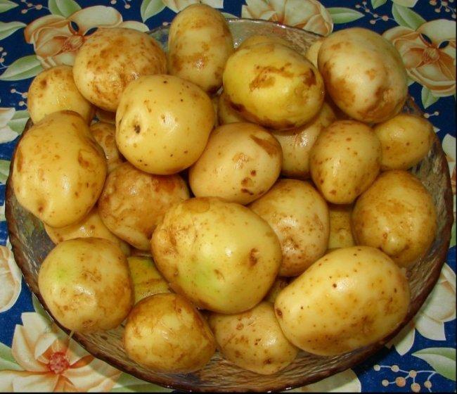 Este bine să cureți cartofii noi de coajă? Află părerea specialiștilor