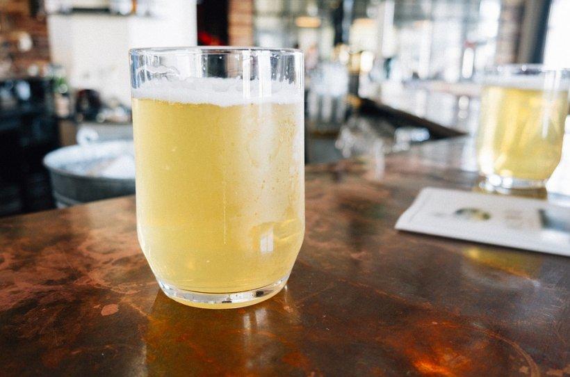 Suferi de migrene? Un singur pahar din această băutură rezolvă problema