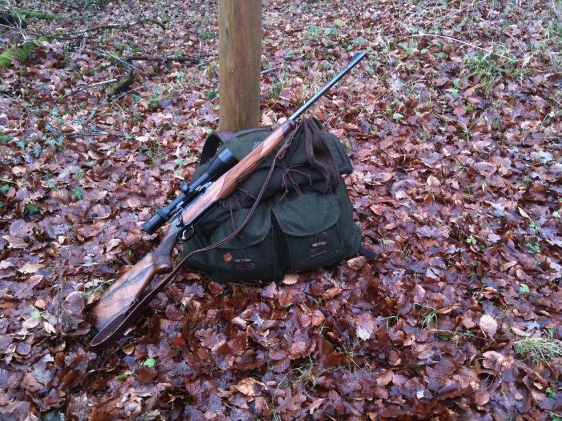 Un tânăr a fost împușcat din greșeală la o partidă de vânătoare