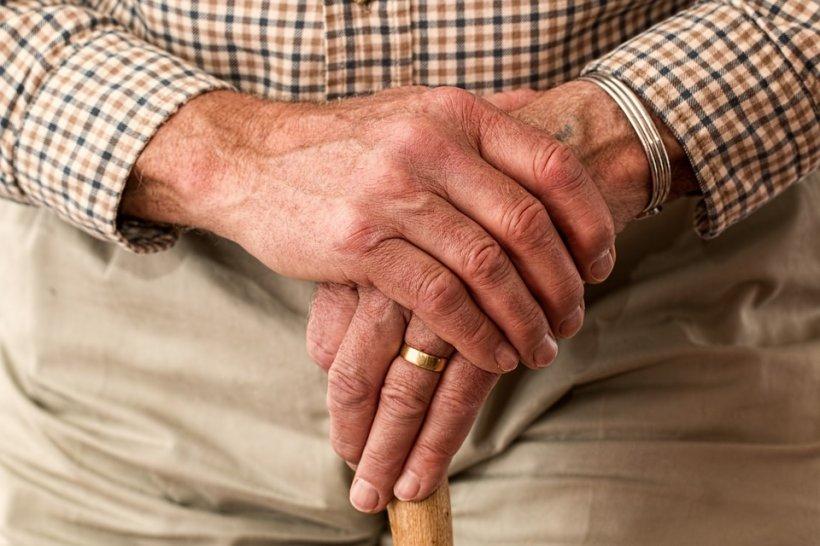 Are 82 de ani și nu își poate accepta condiția de pensionar. Bătrânul oferă o adevărată lecție de viață