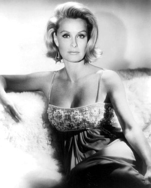 """A murit actrița Dina Merrill, supranumită """"noua Grace Kelly"""""""