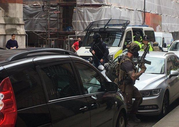 Măsuri sporite după atacul din Manchester! Raid al poliţiei britanice în mai multe apartamente