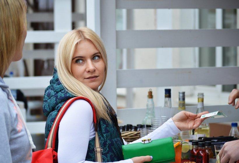 O moldoveancă a cumpărat produse în valoare de 600 de euro cu numai opt euro. Cum a reușit