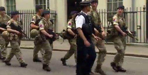 Trupe militare păzesc obiectivele majore din Londra, inclusiv reşedinţa premierului
