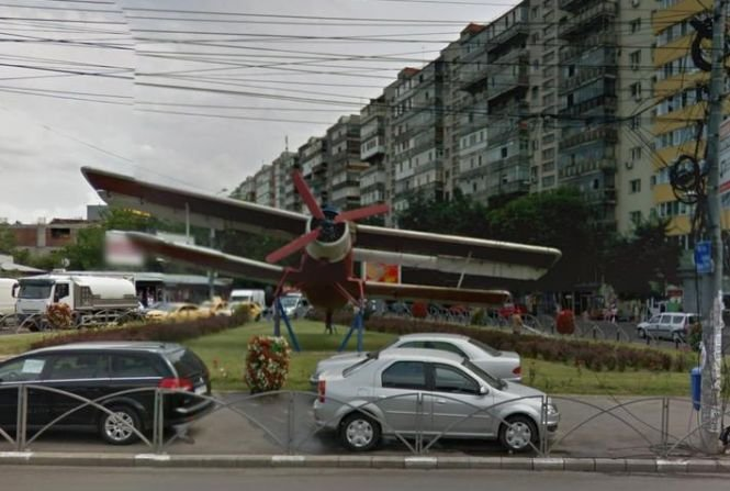 Avionul din intersecția de la Colentina, simbolul cartierului, va ajunge la fier vechi