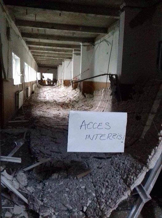La un pas de tragedie! Tavanul unei școli din București s-a prăbușit