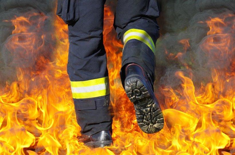 O mașină a luat foc pe o stradă din Constanța! De la ce a izbucnit incendiul