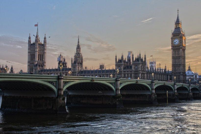 Poliţia britanică a închis Podul Westminster şi Piaţa Parlamentului, din motive de securitate