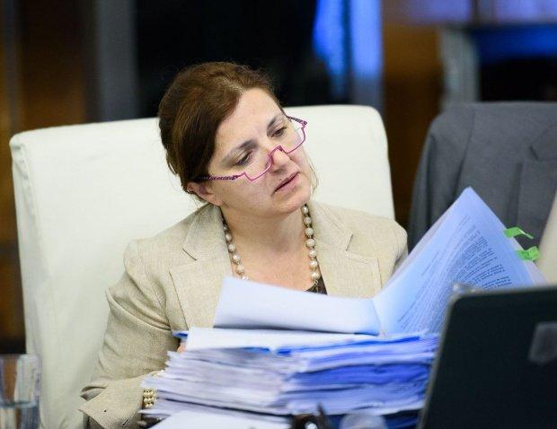 Raluca Prună iese la atac: Lista celor care au intrat în arhiva SIPA e o colecţie de nume care dă apă la moară detractorilor justiţiei