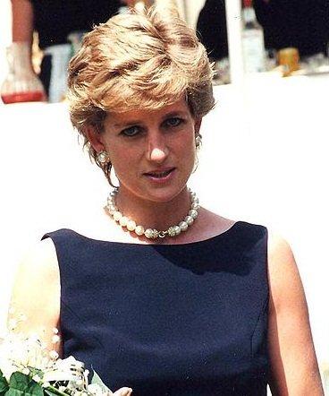 Motivul pentru care Prințesa Diana purta mereu o geantă plic. Ce voia să ascundă