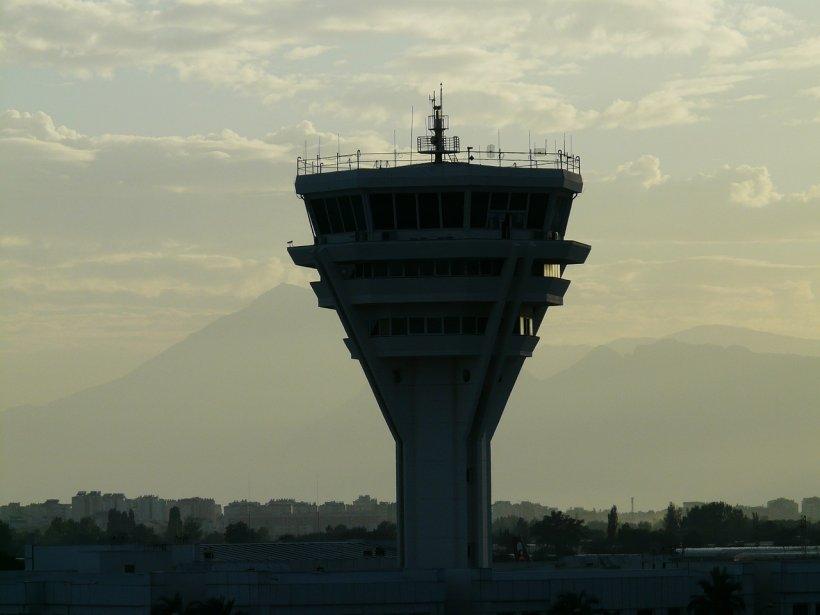 Conducerea ROMATSA a contestat în instanţă legalitatea grevei controlorilor de trafic aerian anunţată pentru data de 30 mai