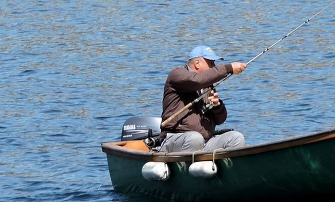 """A mers la pescuit, dar s-a îngrozit când a văzut ce monstru i-a sărit în barcă. """"Am pierdut mult sânge, am fost şocat"""""""