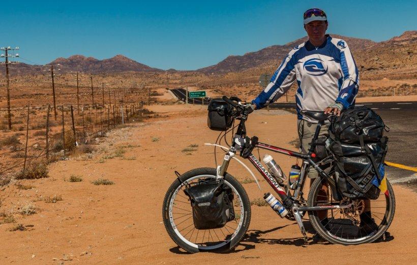 Eroul zilei. Românul care a traversat Africa pe bicicletă