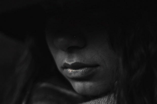 Fată de 19 ani, din Dej, violată de un bărbat care a luat-o la ocazie. Ce a făcut agresorul după ce a profitat de ea