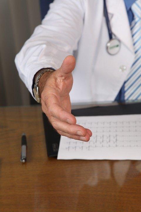 Fost manager de spital, trimis în judecată de DNA. Cu ce l-au prins procurorii