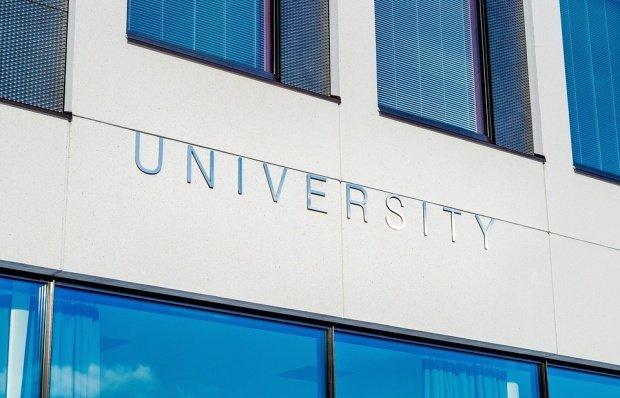 Universităţile vor putea acorda, din venituri proprii, un spor de performanţă academică de 10%