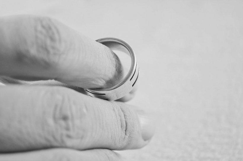 A decis să divorțeze după 12 ani de căsătorie. Secretul murdar dintre cei doi soți a ieșit la iveală