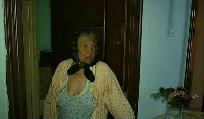 """Oamenii dintr-un bloc din București, terorizați de o vecină. """"Cad viermii de la ea din casă. Ne mănâncă gândacii de ce e acolo"""" - Polițiștii au încremenit când au văzut cum arată apartamentul"""