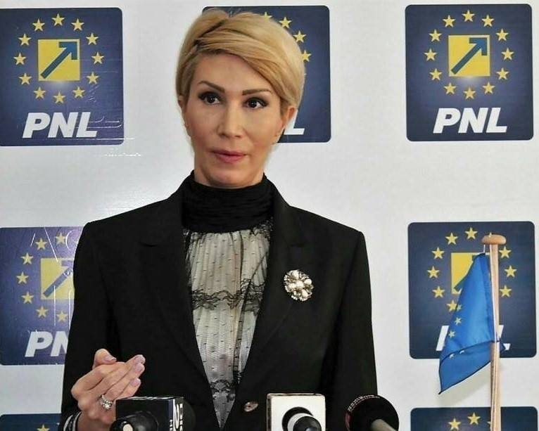 """Raluca Turcan: """"Statul nu mai poate asigura automat venituri celor care refuză un loc de muncă"""""""