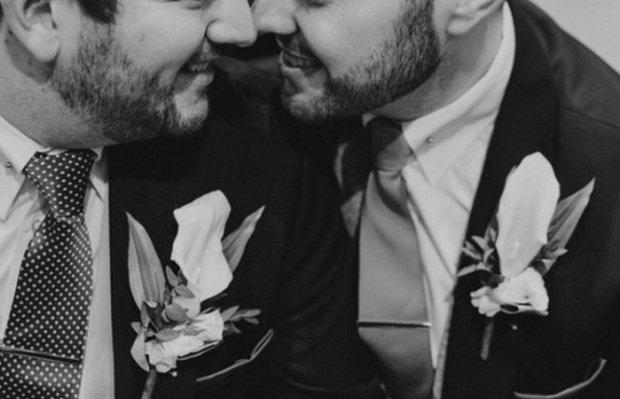 Biserica episcopală scoțiană a aprobat căsătoria în biserică a cuplurilor homosexuale