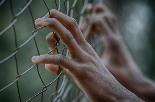 Dezvăluiri șocante ale unui fost condamnat din Cluj! Ce fac deținuții pentru o țigară
