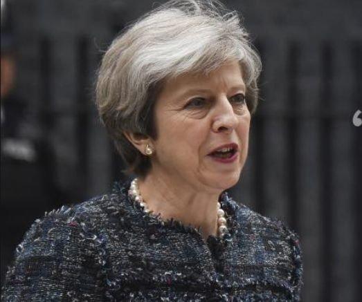 Theresa May a amânat discursul reginei, după eşecul din alegeri