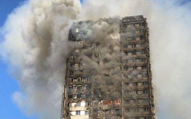 """Incendiu în Londra. Unul dintre rezidenţii Grenfell Tower: """"Sunt norocos că am scăpat cu viaţă. Mi-a rămas doar ce mai am pe mine acum"""""""