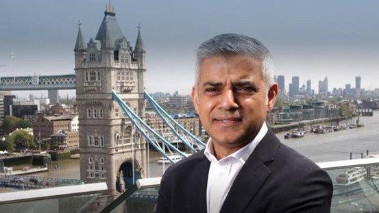 """Primarul Londrei cere răspunsuri, după tragedia de la Grenfell Tower: """"Responsabilii să spună de ce i-au sfătuit pe locatarii blocului să rămână în apartamente"""""""