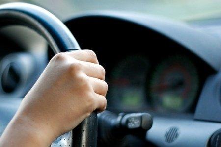 Șpagă pentru obţinerea permisului de conducere. Patronul unei şcoli de şoferi din Sibiu, reţinut
