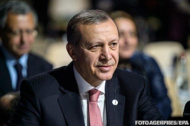 Incident în Turcia. Preşedintele turc Erdogan a leşinat în timp ce se ruga într-o moschee