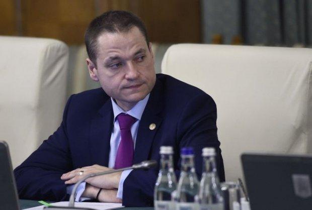 """Ministrul Turismului: """"Instituțiile statului au obligația de a acorda angajaților vouchere de vacanță de 1450 de lei"""""""