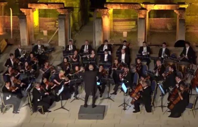 """Apariție """"șocantă"""" la un concert de muzică clasică. Cine a venit pe scenă. Spectatorii au aplaudat minute în șir - VIDEO"""