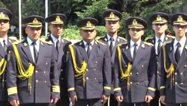 Te trec fiorii. Cum cântă acești militari români - VIDEO