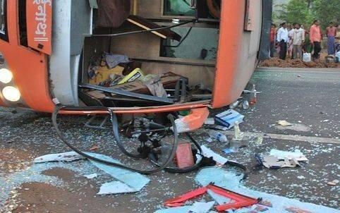 Un autocar cu turiști a fost implicat într-un accident grav. Opt persoane au decedat, iar mai mulți copii sunt grav răniți