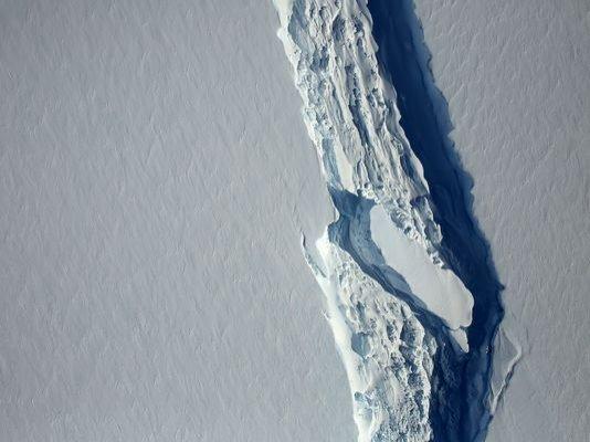 Un aisberg gigantic, cu o suprafață de 26 de ori mai mare decât cea a Bucureștiului, s-a desprins din Antarctica
