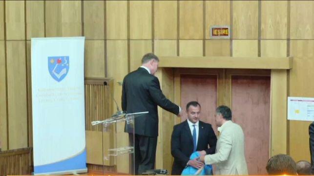 Momentul în care Klaus Iohannis refuză steagul secuiesc 482