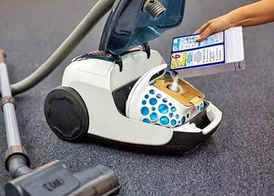 A pus detergent în sacul de praf al aspiratorului! Trucul ăsta ți-ar putea schimba viața!