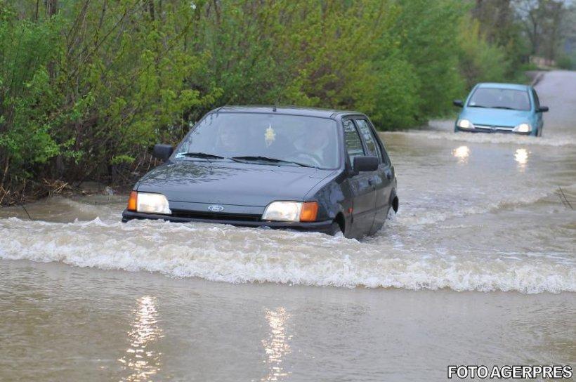 Furtuna a făcut prăpăd în mai multe localități din țară. Viituri, inundații și poduri distruse 482