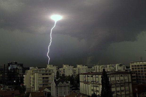 Prognoza meteo. Urmează patru zile cu ploi torențiale și temperaturi scăzute