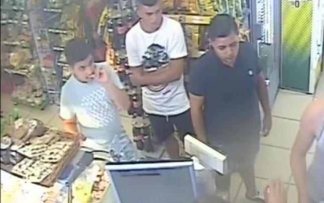 Tinerii filmaţi cum fură cu tupeu dintr-o alimentară, prinşi după apelul făcut pe Facebook