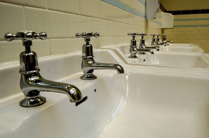 Motivul pentru care britanicii au la chiuvetă robinete separate pentru apa caldă și apa rece