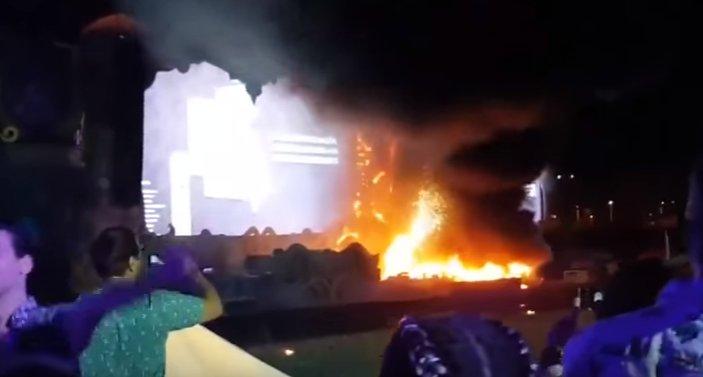 Incendiu la un festival de muzică din Barcelona. Peste 22 de mii de oameni, evacuaţi - VIDEO