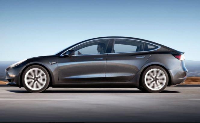 Noul model Tesla 3 a fost livrat primilor clienţi - VIDEO
