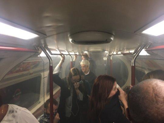 Panică în Londra. O stație de metrou a fost evacuată din cauza unui incendiu