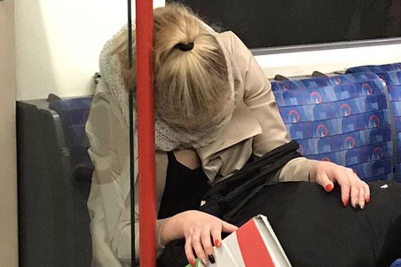 """A adormit în metrou și s-a întâmplat """"nenorocirea"""". Ce a descoperit tânăra când s-a trezit. """"Îngrozitor! Pur și simplu, îngrozitor!""""- FOTO"""