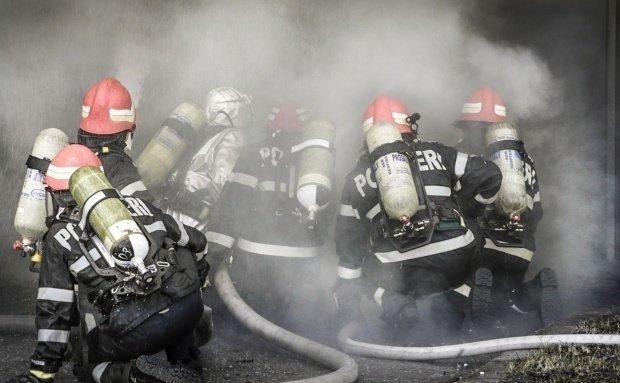 Incendiu urmat de explozii la un depozit de butelii din judeţul Vaslui