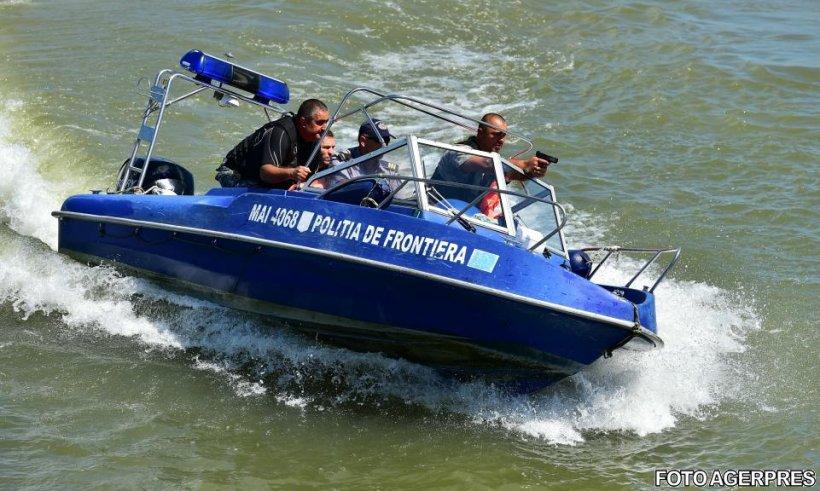 Alertă în largul mării, la Mangalia. Un pescador cu zeci de migranţi la bord a fost interceptat de poliţiştii de frontieră
