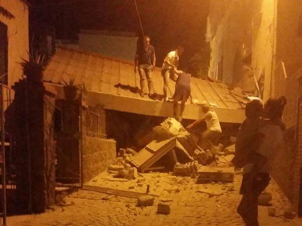 Cutremur în Italia. Panică totală pe străzi
