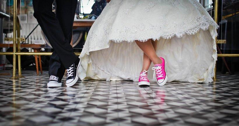 Mirele și mireasa, amendați în toiul nunții. Cum a fost posibil acest lucru la Galați