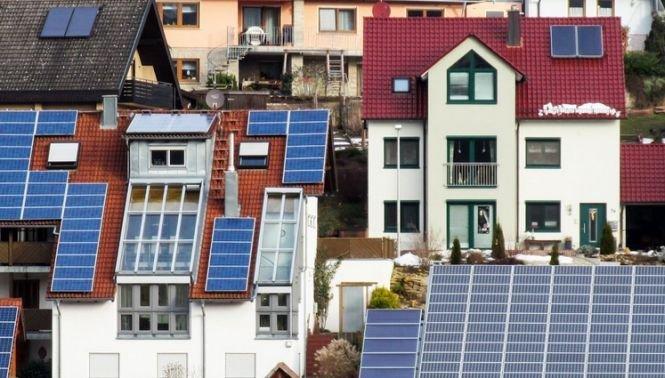 Prețurile cu care românii cu panouri solare își vor putea vinde energia produsă